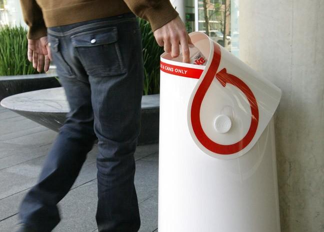 Un bac de recyclage avec un design Coca-Cola !