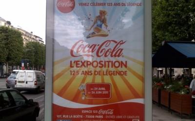 Publicités pour l'Espace 125 dans les rues de Paris