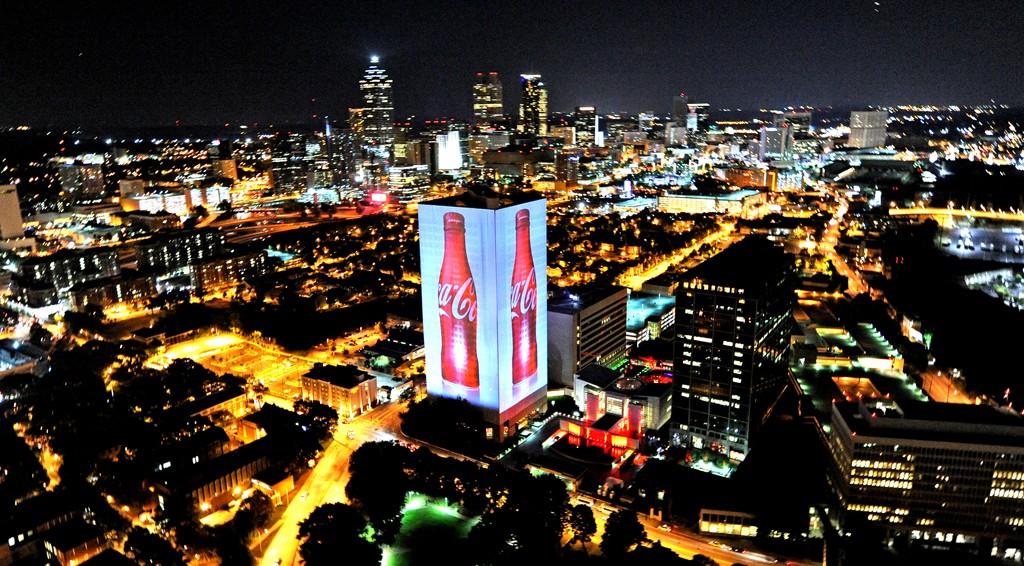 Coca-Cola illumine son siège pour les 125 ans