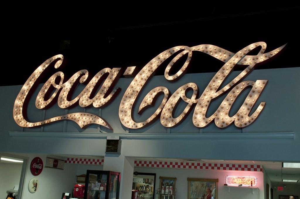 Une collection privée de 80 000 objets Coca-Cola en vente