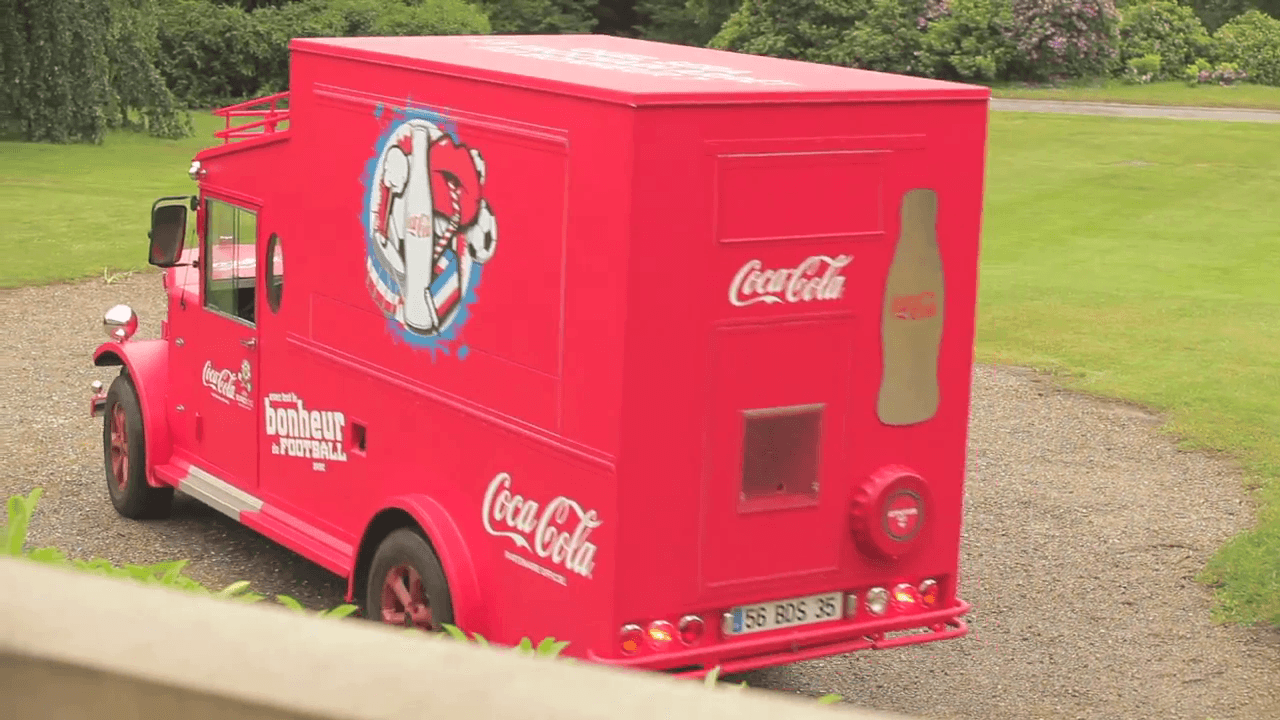 Le Coca-Cola Happiness Truck avec l'Equipe de France de Football