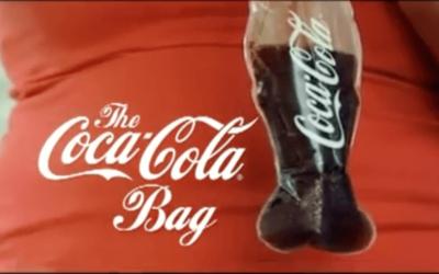 Du Coca-Cola servit dans un sac plastique !