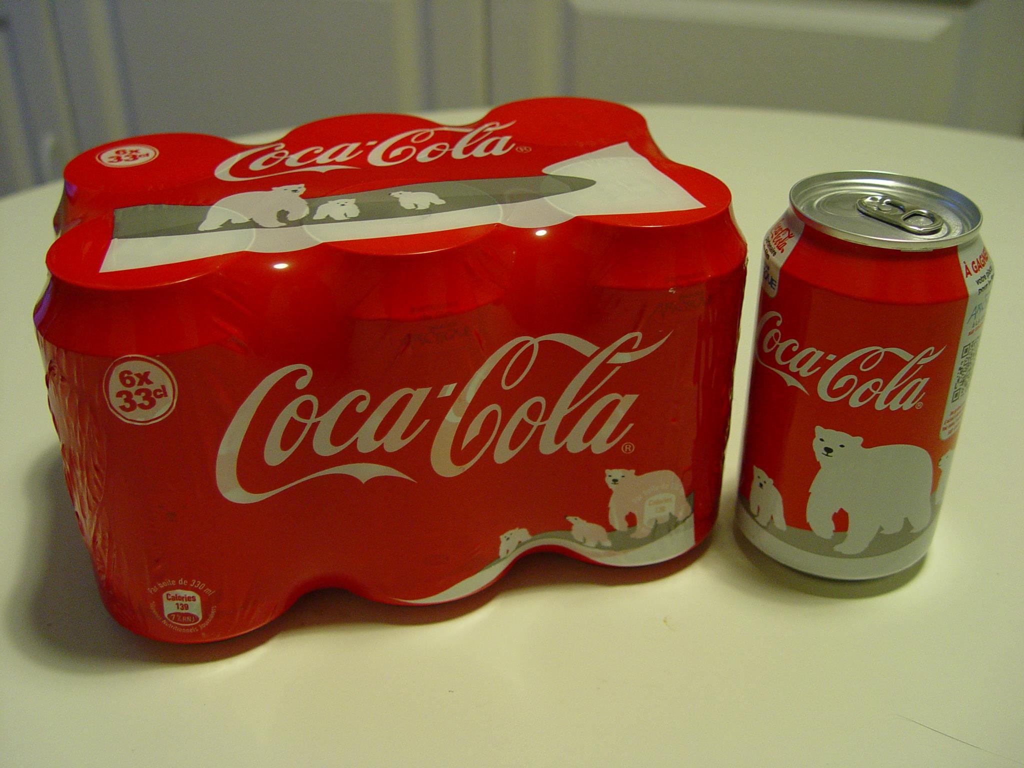 L'ours polaire est de retour sur les canettes de Coca-Cola pour Noël
