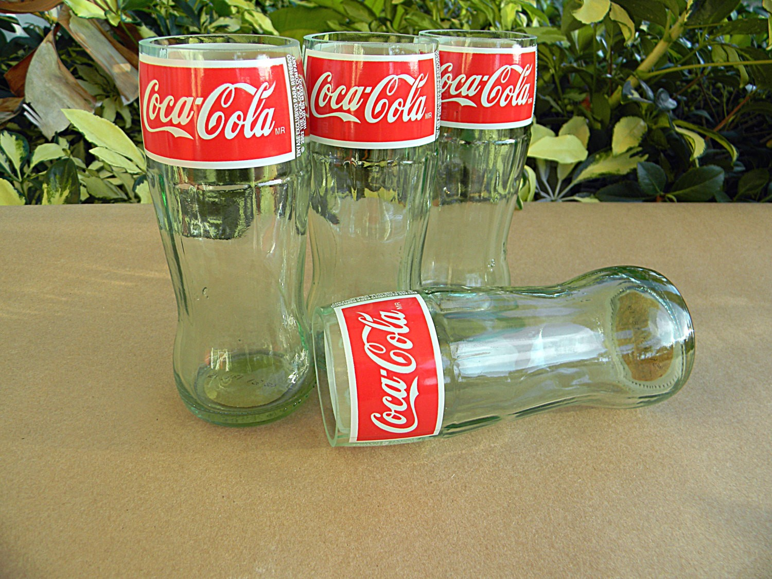 des verres coca cola r alis s partir de bouteilles recycl es. Black Bedroom Furniture Sets. Home Design Ideas