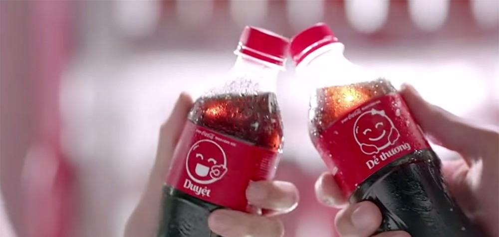 Coca-Cola remplace son logo par des emoji en Asie